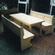 Bänke-und-Tisch